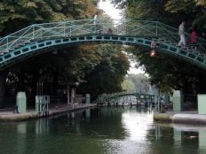 canal-saint-martin-footbridge