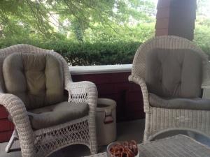 glenside-quigleys-porch