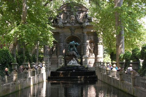 luxembourg-garden-monument
