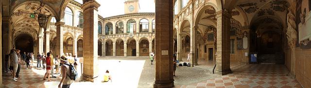 Basilica Santo Stefano - Courtyard