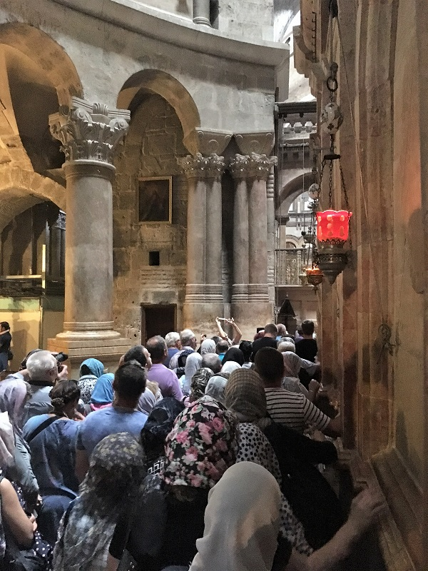 Line to visit the tomb